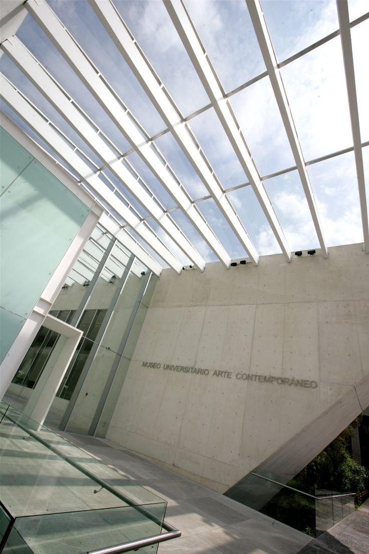 Este edificio, diseñado por el arquitecto Teodoro González de León, alberga la colección pública de arte contemporáneo más amplia de México. Fotografía por: Barry Domínguez.