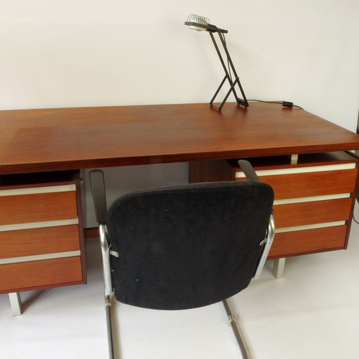 Beautiful desk of two Dutch designers Kho Liang Ie   Wim Crouwel  1957   Surprisingly. 71 best   Dutch   Design   images on Pinterest   Dutch  Globes