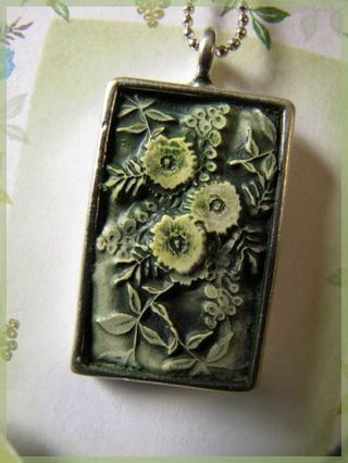 amazing tutorialStamps On Polymer Clay, Polymer Clay Pendants, Poppies Cards, Pendants Clay, Pendants Tutorials, Stamps Pendants, Clay Stamps, Eye Candies, Polymer Clay Tutorials Jewelry
