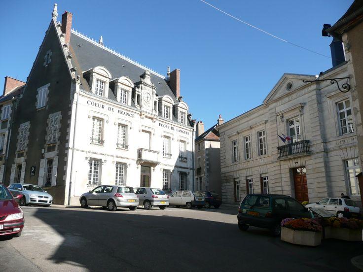 La Mairie de Sancerre et l'école Coeur de France #Sancerre