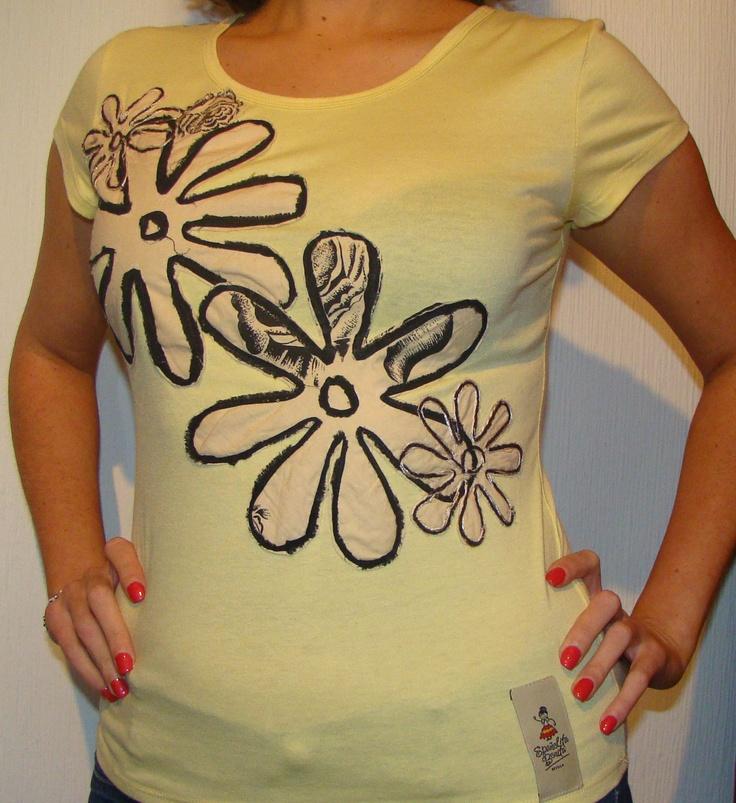 Camiseta flores primavera amarilla
