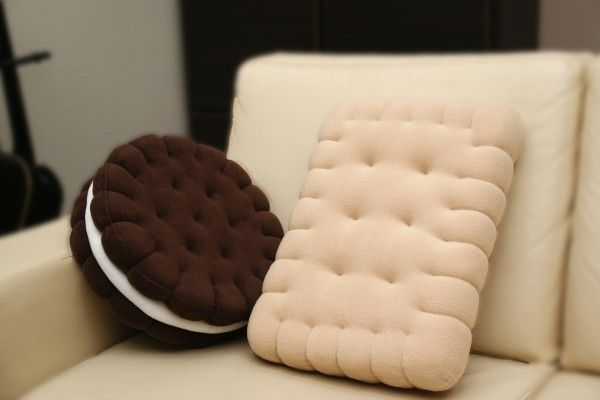 Sandwich cookie pillow
