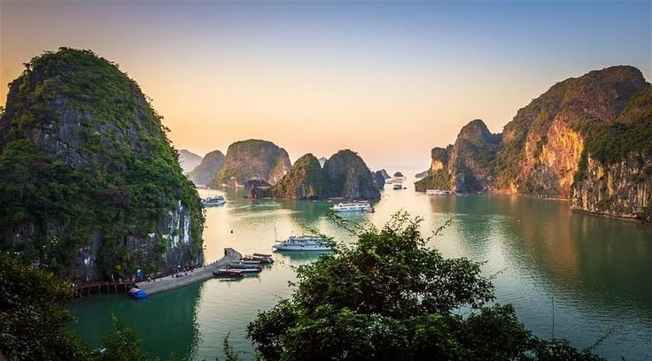 Top Vietnam Sightseeing Attractions - The karst seascape of Halong Bay is one of the world's most spellbinding sea views and is also a UNESCO World Heritage Site.