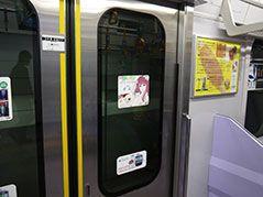 電車内のドアステッカー広告イラスト ドアステッカー ステッカー 広告