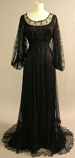Evening Dress, 1910, British, made of lace, silk, and velvet.