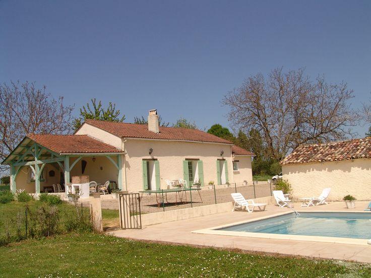 3 honden welkom.Vakantiewoning Maison Veyrière voor 8 personen in St. Leon D'issigneac Frankrijk (ANVR/SGR). Beleef Uw vakantie vanuit vakantieverblijf Vrijstaande villa vakantieregio Dordogne .