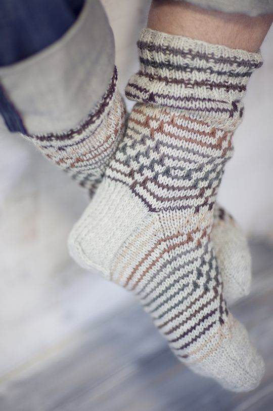 Meeste kalaluumustrilised sokid Novita 7 Veljestä | Novita knits