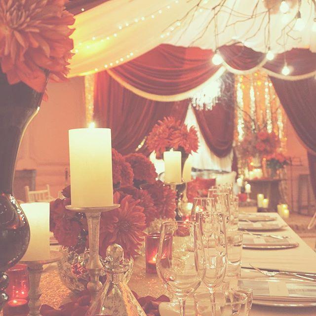 "*be weird* 披露宴会場は赤と白を中心に ゴールドと黒でまとめた会場。 実は、映画""コックと泥棒、その妻と愛人"" の世界観が好き。というリクエスト。 designer @kondo.tsg により 披露宴会場がゴージャスに変身♡ #TRUNKBYSHOTOGALLERY #wedding #weddingphoto #weddingtbt #banquet #candle #結婚式 #結婚式場 #結婚式準備 #披露宴 #披露宴会場 #高砂 #ゲストテーブル #メインテーブル #ウエディング #ウエディングプランナー #ウエディングフォト #キャンドル #テーブルセッティング #テーブルコーディネート #ゴージャス #ベロア #ミュージカル #メニュー表 #席札 #フラワー #プレ花嫁 #卒花 #takeandgiveneeds #テイクアンドギヴニーズ"