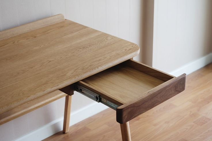 KITT Desk