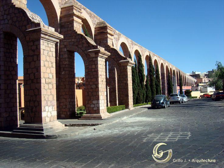 El Acueductos de Zacatecas, conocido comúnmente como el Acueducto El Cubo. Su construcción se inició en los últimos años de la Colonia y se terminó en los primeros del México Independiente