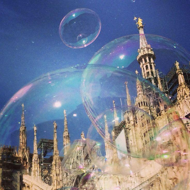 Duomo di Milano con bolle di sapone