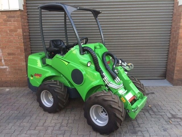 "Almost new machine with only 50 hoursComes with General bucket.Boksburg warehouseSPECIFICATIONSLength2550 mmWidthsee tableHeight2035 mmWeight1360   170 kgStandard wheels26x12.00-12""Grass / TRTransmission, drivehydrostaticPulling force1200 kpDrive speed14 km/hAux. hydraulics oil flow / pressure66 l/min 200 barTurning radius inside/outside900 /2190 mmMax. lifting height2835 mmTipping load *1000 kgMax. breakout force / 50 cm1250 kgEngine make and typeKubota V1505Engine output (ISO Gross)28 kW…"