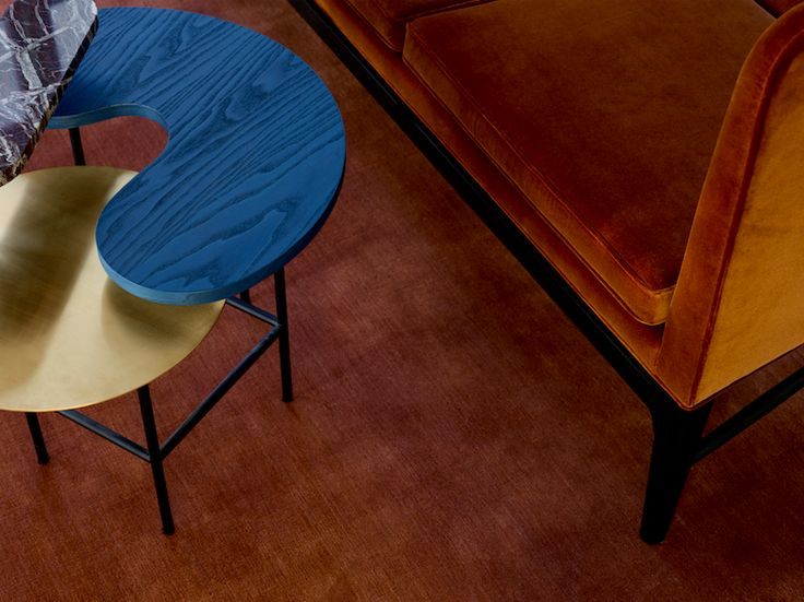 Mayor Sofa by Arne Jacobsen / Palette Desk by Jaime Hayon / The Moor Rug by All The Way To Paris.