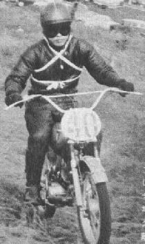1962年 「第7回 全日本モトクロス」写真集(十国高原)  50cc:優勝の長谷見昌弘(青梅ファントム ランペット)15歳の高校生