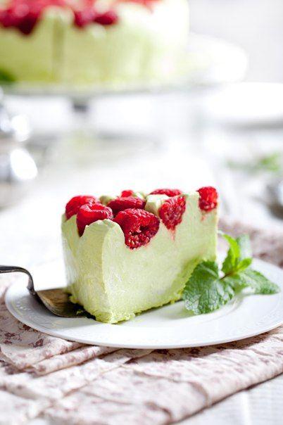 Pistachio cheesecake mousse with raspberries