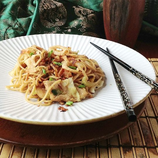 Getting to Know Delicious Indonesian Dishes: Bakmi Goreng (fried noddle). http://foodmenuideas.blogspot.com/2013/10/indonesian-food-getting-to-know.html