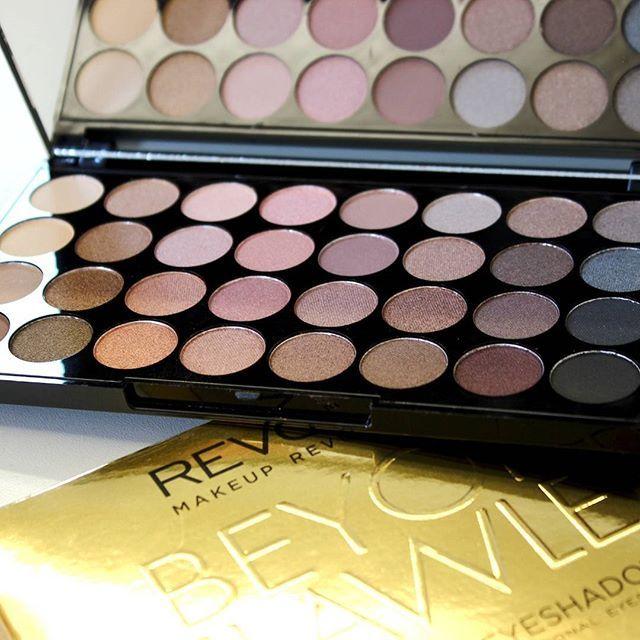 Die wundervolle Beyond Flawless Palette 💖💖 #kosmetik4less #makeuprevolution #beyondflawless #eyeshadow #lidschatten #lidschattenpalette #makeup #onlineshop #shopping #eyeshadowpalette #makeupaddict #makeuplover