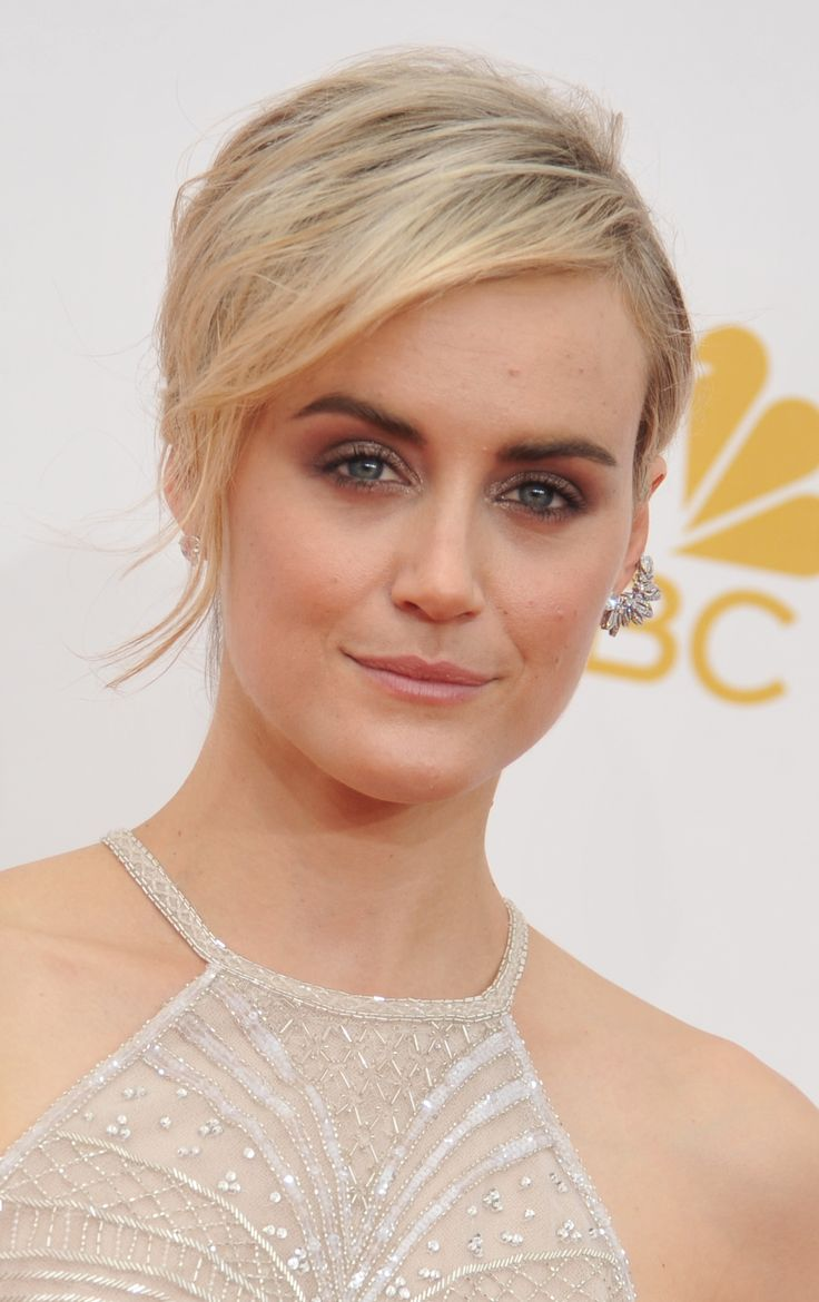 Emmys Beauty: Starlets Embrace Metallic Eyes