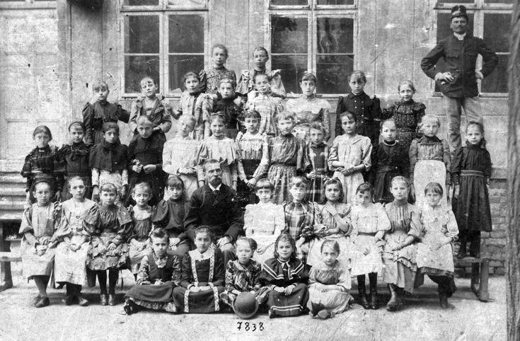 Rigó utcai elemi leányiskola IV. osztálya (1893-94) - Forrás: fortepan.hu