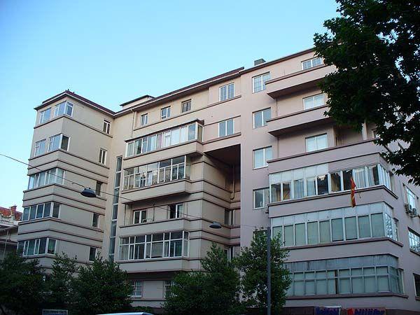 Üçler Apartmanı,Ayazpaşa