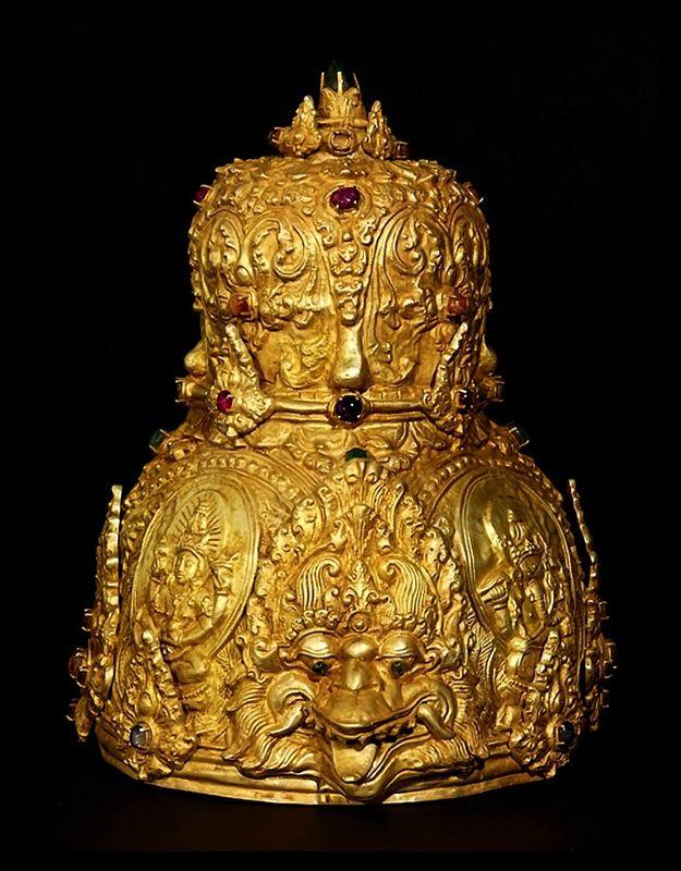 Couronne royale, Kahuripan, 10ème siècle, Java Est, Indonésie. Or et pierres précieuses.