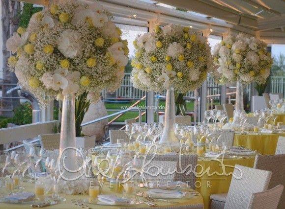 Imponenti centrotavola brillanti come il sole dallo stile moderno e romantico. | Cira Lombardo Wedding Planner