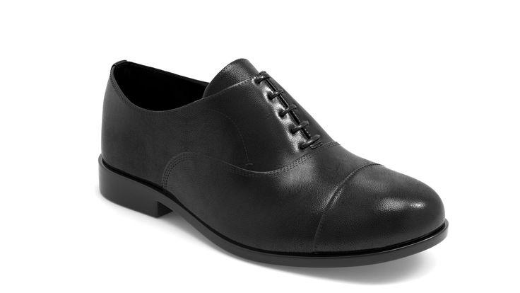 Massimo Dutti black leather shoe modeled in ZBrush, rendered in KeyShot.