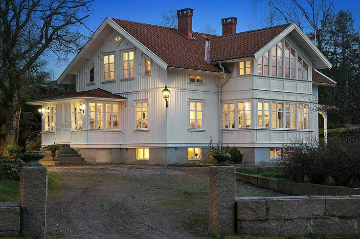 Smakfullt arkitektritat i gammal stil. Exteriör