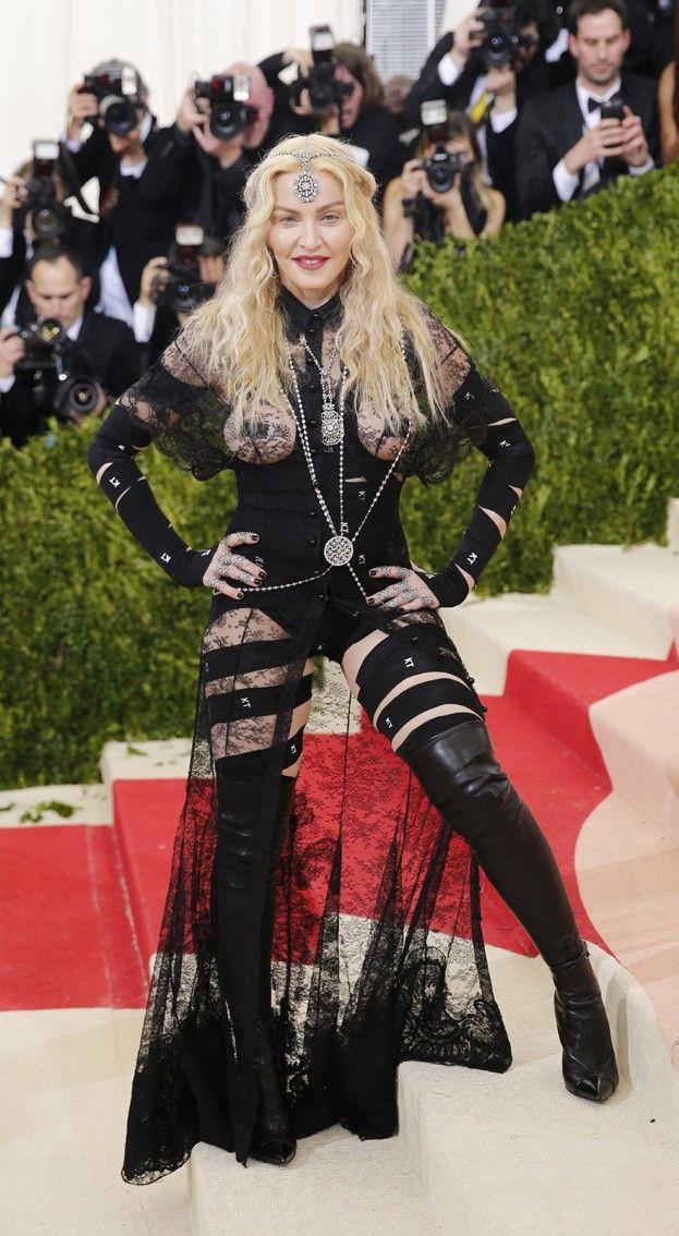 57-letnia Madonna z gołą pupą i zaklejonymi sutkami #madonna http://dodawisko.pl/7974-57-letnia-madonna-z-go-pup-i-zaklejonymi-sutkami.html