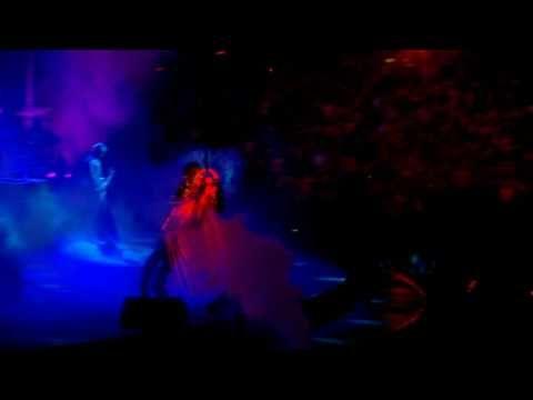 U2 - Ultra Violet (Light My Way) {Live from the Rose Bowl 360 Tour} www.U2.com