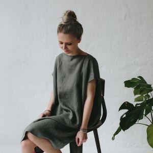 Szara lniana sukienka o prostym kroju