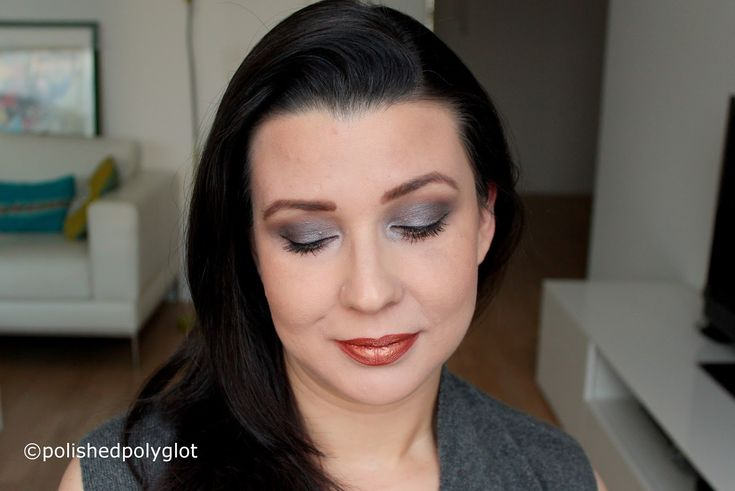 Makeup look in bronze and gunmetal, described in English and French for the Monday Shadow Challenge. Look de maquillage en bronze et gris foncé pour le Défi du lundi.