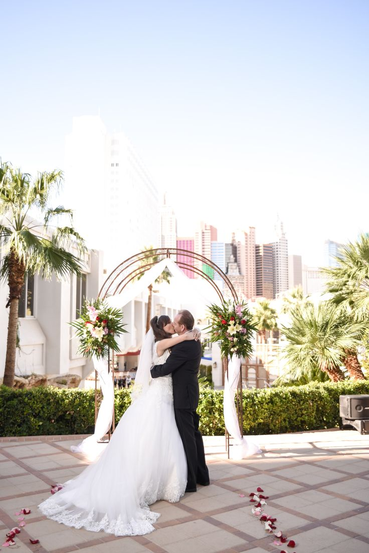 Romantic Las Vegas Wedding Venues On The Strip Great Views Affordable