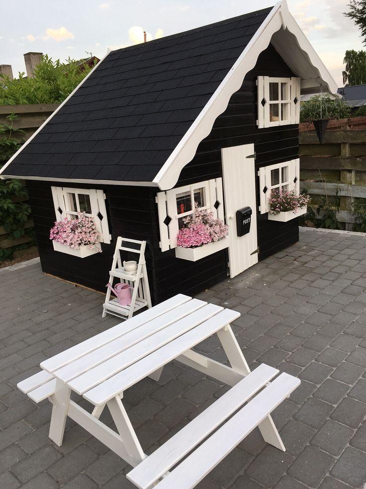 Sølund: Legehus i træ - Lille Marie - Altid et godt tilbud på trælegehus fra Sølund Huse, gratis levering på brofaste øer. Se tilbud på legehuse her..