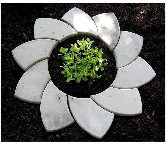 Tree and Flower Ring Molds Garden Edging Forms von stonehook