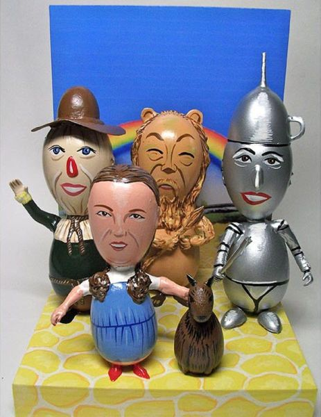 Wizard of Oz Easter Eggs--hahaha! This would totally win the Easter egg contest!