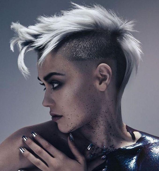 99 Modern Pixie Haircut Ideas For Summer Trends 2019 Haircutideassummer Haircut Ideas M Haarfarben Farbige Haare Haarschnitt Kurz