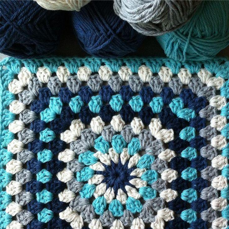 Mutlu günler! Ne olacak bu mavi sevgim bilmiyorum. Başka renklerle çalışayım istiyorum, sonra bir bakıyorum yine mavi. ☺️ Elişi yapmaktan okunacaklar listem tren yolu gibi uzadı. ���� sevgiler ���� #crochet #crochetbag #crocheting #crochetlove #crochetsquare #square #grandsquare #dantel #elişi #çanta #canta #instacrochet #instacrocheting #instamood #blue #mavi #lovehobium #ankara #fotoğrafçı #düğünfotoğrafçısı http://turkrazzi.com/ipost/1523824808465570242/?code=BUltpb4hJnC