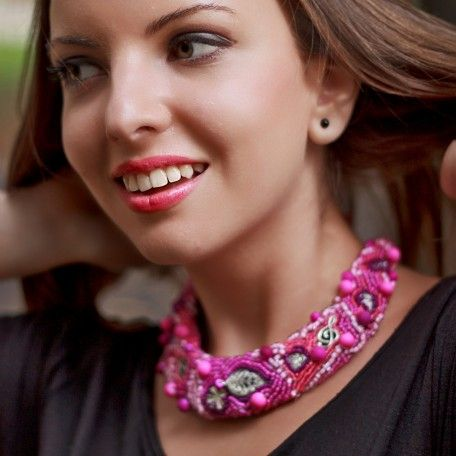 Colier roz cu accesorii metalice #handmade #charm #jewelry