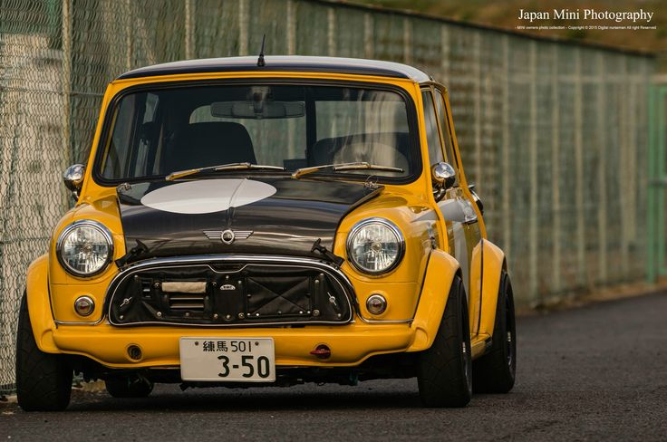 Classic mini in yellow and black with interesting grill from Japan