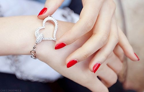 heart bracelet: Fashion, Clean, Diamonds, Red Nails, Jewelry, Heart Bracelets, Blog, Accessories, Valentine Day Gifts