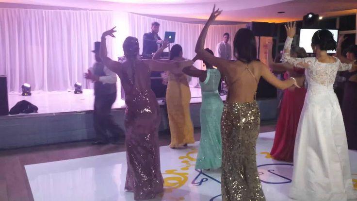 Dança dos noivos com os padrinhos e madrinhas com funk, Anitta, Mc Sapão...