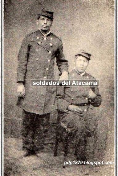 Soldados de la primera época del Atacama y su levita larga