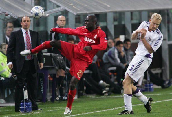 Liverpool FC's Malian midfielder Mohamed Sissoko shoots the ball next to RSC Anderlecht's midfielder Olivier Deschacht during their Champions League...