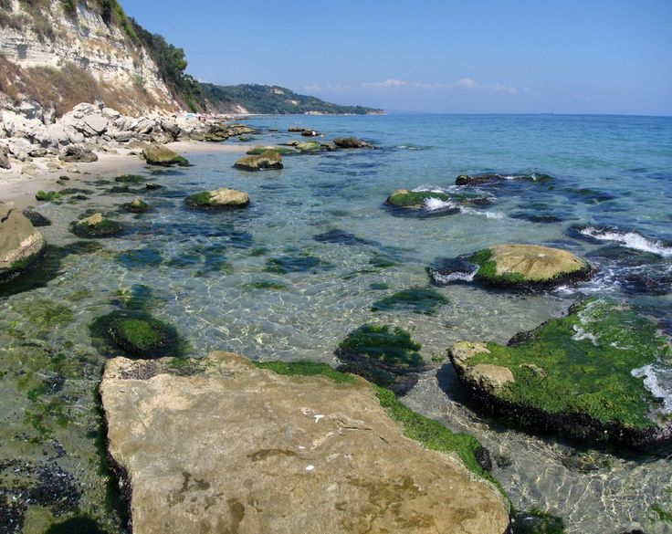 Costa do Mar Negro, Bulgária. Há atividades recreativas na costa do Mar Negro, e as nascentes naturais de águas termais.