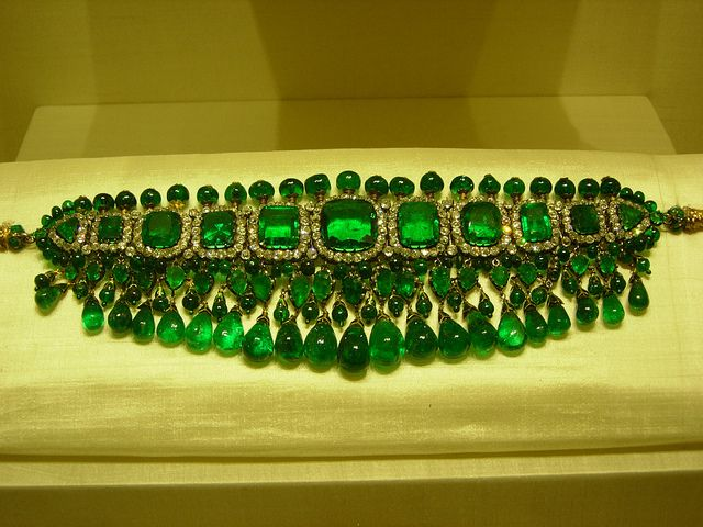 Emerald and diamond choker. (In Queen Elizabeth's Collection).