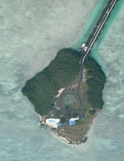 guitar-shaped islet    II    Florida Keys