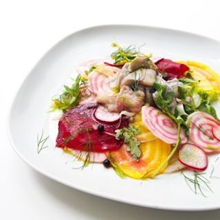 Dit is het gerecht van Birgitta: salade van dungesneden rauwe biet met haring in dille, venkel, radijs en rucola. Zij is één van de 13 kandidaten die door is naar de volgende ronde van de #IKEAfoodchallenge.