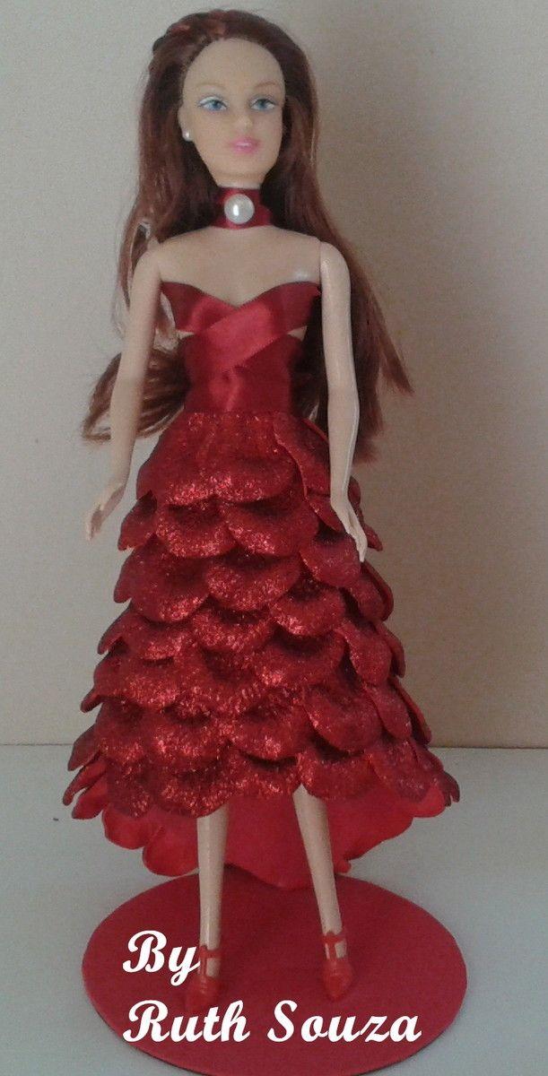 Boneca tipo Barbie com roupa de p�talas de flores em EVA,