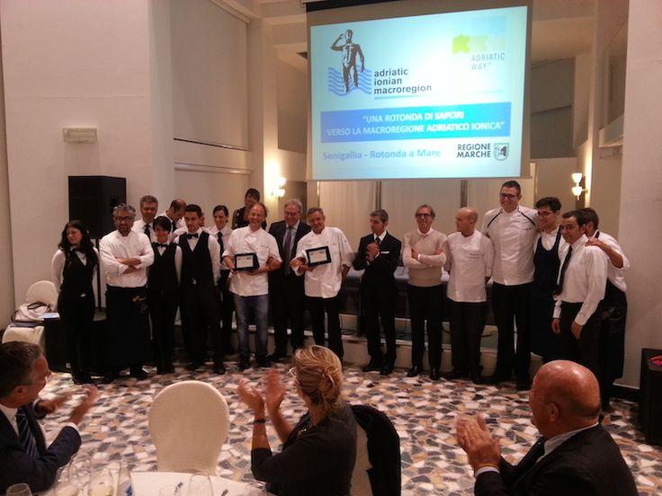 La foto di gruppo della serata con chi ha reso possibile la tappa di Senigallia